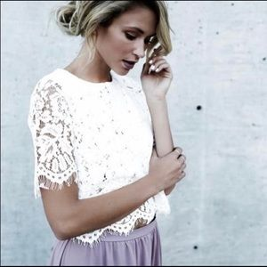 Ivory Floral Lace Top 🌟 VICI